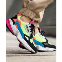 adidas homme chaussures neon